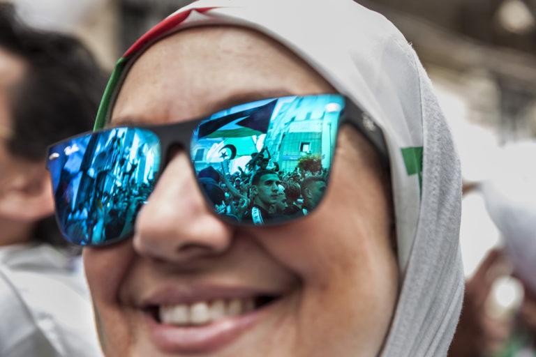 16 ème vendredi de mobilisation. Les algériens manifestent pacifiquement à Alger pour le départ du systhème. Lors des manifestations, c'est un lieu que les supporters de foot occupent régulièrement. Place de la Rue Gara Djebilet. . Alger, Algérie, le 07 juin 2019.