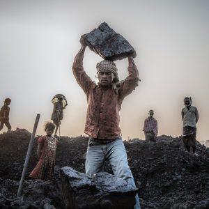 Fabien Dupoux – Hommes de charbon (carrière de charbon, Inde 2015)