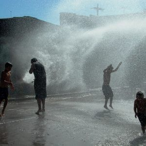 Patrice Loubon – El grifo o la piscina de los pobres, La Victoria, Santiago de Chile, 2004