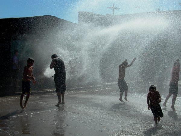 Patrice Loubon El grifo o la piscina de los pobres, La Victoria, Santiago de Chile, 2004